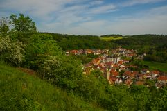 MOENSHEIM,普福尔茨海姆,德国- 4月29 2015年:蒙斯海姆是一个镇在Enz区在亚丁乌特姆博格在南部的BRD 免版税库存照片