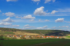 MOENSHEIM,普福尔茨海姆,德国- 4月03 2015年:蒙斯海姆是一个镇在Enz区在亚丁乌特姆博格  免版税库存照片