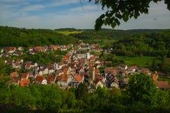 MOENSHEIM, PFORZHEIM, GERMANIA - 29 aprile 2015: Monsheim è una città nel distretto di Enz in Baden-Wuerttemberg in RFG del sud immagini stock libere da diritti