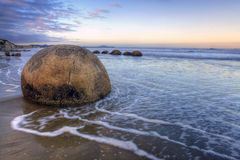moeraki новый Тихий океан zealand свободного полета валунов Стоковое Изображение