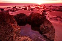 Moeraki Fluss-Steine am Sonnenaufgang Stockbild