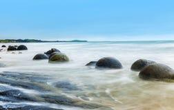 Moeraki-Flusssteine auf dem Koekohe-Strand Lizenzfreies Stockfoto