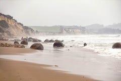 Moeraki głazy w Koekohe plaży, Otago Nowa Zelandia wybrzeże Zdjęcie Royalty Free