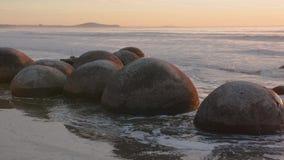 Moeraki głazy w Południowej wyspie Nowa Zelandia zdjęcie wideo