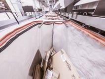 Moers Niemcy, Listopad, - 22 2017: Doręczeniowy torby plombowanie z amazonka pakuneczkami Zdjęcie Royalty Free