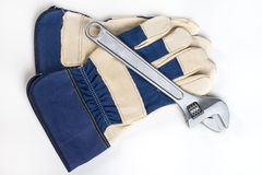 Moersleutel en handschoen stock fotografie