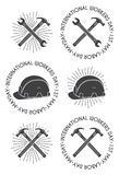Moersleutel, hamer en veiligheidshelmkentekens/Etiketten Stock Fotografie