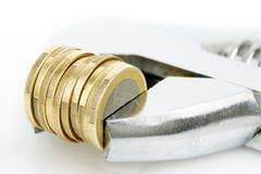 Moersleutel met muntstukken Royalty-vrije Stock Afbeeldingen