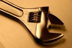Moersleutel op geborsteld staal en warm licht Stock Foto