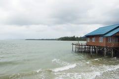 Moesson op Koh de bungalow van Lanta 's stock fotografie