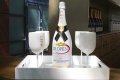 Moet och Chandon champagne som framläggas på den nationella tennisen, centrerar under US Open 2014 Arkivfoton