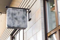 Mofa al aire libre en blanco de la señalización del negocio para arriba fotografía de archivo libre de regalías
