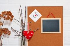 Mofa creativa del día del ` s de HorisontalValentine para arriba en un estilo escandinavo con pequeñas cosas de la frase sabia Imagen de archivo libre de regalías