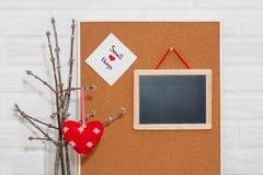 Mofa creativa del día del ` s de HorisontalValentine para arriba en un estilo escandinavo con pequeñas cosas de la frase sabia Fotografía de archivo