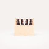 Mofa de la caja de madera de la cerveza para arriba aislada fotografía de archivo