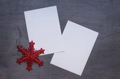 Mofa de la Navidad para arriba con la estrella roja fotos de archivo libres de regalías