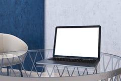 Mofa de la pantalla de ordenador para arriba en Ministerio del Interior gay azul stock de ilustración