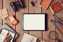 Mofa de la tableta de Digitaces para arriba para la presentación del trabajo creativo o del diseño del app Fotografía de archivo libre de regalías