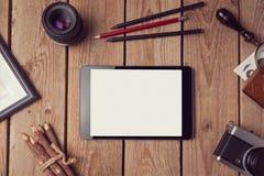 Mofa de la tableta de Digitaces para arriba para las ilustraciones o la presentación del diseño del app Visión desde arriba Foto de archivo libre de regalías