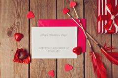 Mofa de la tarjeta de felicitación del día de tarjeta del día de San Valentín para arriba Fotos de archivo libres de regalías