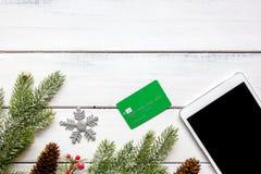 Mofa de madera de la opinión superior del fondo de las compras de la tableta en línea de la Navidad para arriba Fotos de archivo