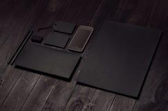 Mofa de marcado en caliente del negocio para arriba de los efectos de escritorio negros en blanco fijados con el teléfono en el f fotos de archivo libres de regalías