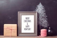 Mofa del cartel encima de la plantilla para el día de fiesta de la Navidad Imágenes de archivo libres de regalías