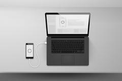 Mofa del diseño del negro del ordenador portátil o del cuaderno encima de datos de la sincronización Fotografía de archivo libre de regalías