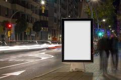 Mofa en blanco de la cartelera del anuncio para arriba imagenes de archivo