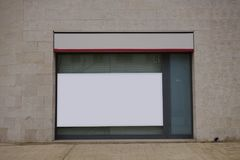 Mofa en blanco de la cartelera para arriba en un banco imagen de archivo libre de regalías