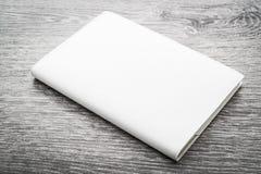 Mofa en blanco del blanco encima del libro foto de archivo