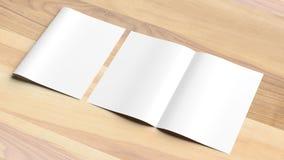 Mofa en blanco del folleto del tamaño del doblez A4 del BI para arriba en fondo de madera 3d imagen de archivo