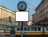 Mofa en blanco del tiempo de reloj de la cartelera para arriba imágenes de archivo libres de regalías