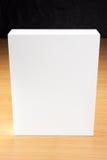 Mofa encima de la caja blanca en el fondo de madera Imágenes de archivo libres de regalías
