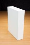 Mofa encima de la caja blanca en el fondo de madera Fotos de archivo libres de regalías