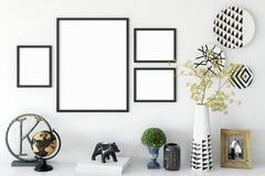Mofa encima de los carteles en interior de la sala de estar Estilo escandinavo interior 3D representación, ejemplo 3D libre illustration