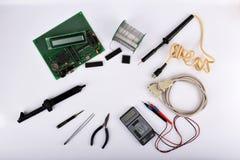 Mofa encima de objetos tales como reguladores industriales Fotografía de archivo