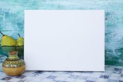 Mofa encima del cartel imagen de archivo libre de regalías