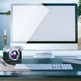Mofa encima del cartel de la mesa del trabajo del fotógrafo Foto de archivo