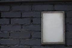 Mofa encima del marco en blanco del cartel fotografía de archivo