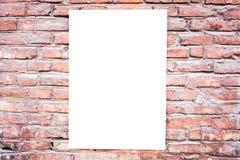 Mofa para arriba Cartelera en blanco al aire libre, marco del cartel, publicidad al aire libre en la pared de ladrillo Fotos de archivo