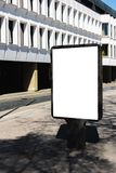 Mofa para arriba Cartelera en blanco al aire libre, publicidad al aire libre, tablero de la información pública en la ciudad Foto de archivo libre de regalías