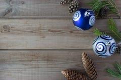 Mofa para arriba con los conos, bola de la Navidad Foto de archivo