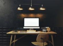 Mofa para arriba de la pantalla de ordenador genérica del diseño Espacio de trabajo en el blac Imagen de archivo libre de regalías