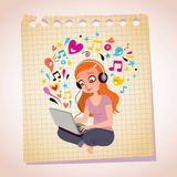 Hełmofonu laptopu rudzielec dziewczyny nutowego papieru kreskówki ilustracja Zdjęcia Royalty Free