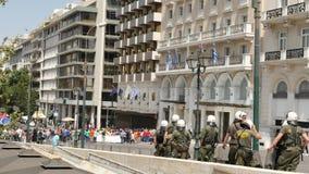 31 mogą 2016 - siły policyjne kontroluje sytuację z protestującymi w Ateny zbiory wideo