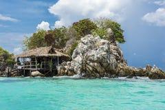 22 mogą 2016: wyspa na majowie plaży, Phuket, Thailand, może 22, 2016 Fotografia Stock