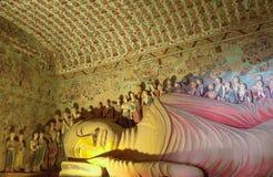 Mogao grottor i Dunhuang, Kina arkivfoto