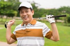 Mogen golfspelare Arkivfoto