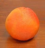 Mogen grapefrukt på trät Royaltyfri Foto